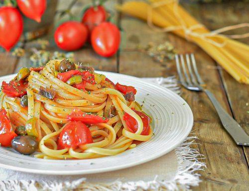 Linguine alla marinara con pomodorini, capperi e olive