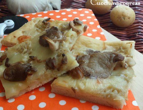 Pizza con patate e funghi pleurotus