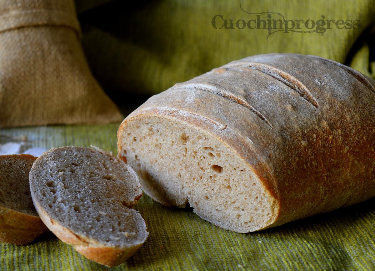 Pane semintegrale con lievito madre