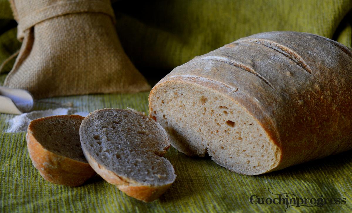 Pane semintegrale con lievito madre1