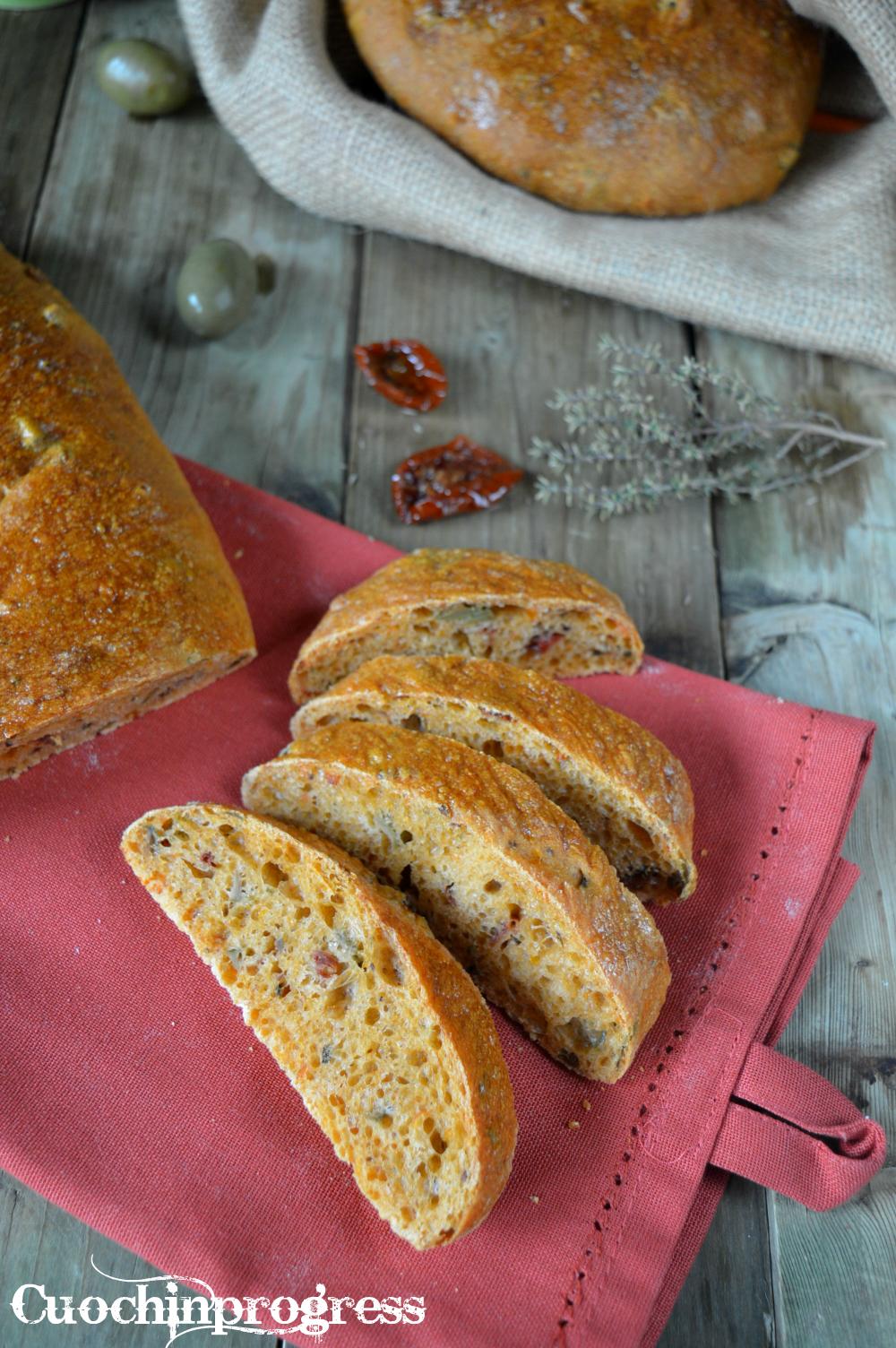 Pane con Pomodori Secchi e Olive