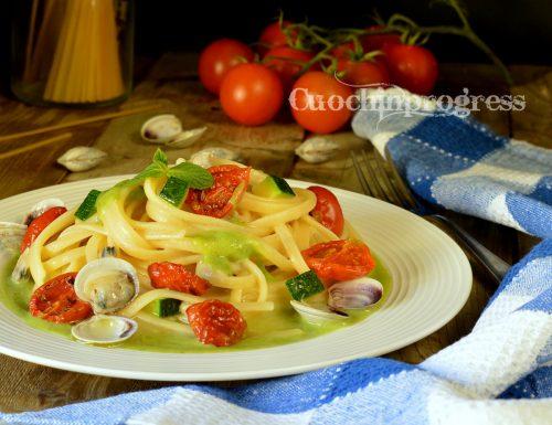 Linguine pesto di zucchine vongole e pomodorini