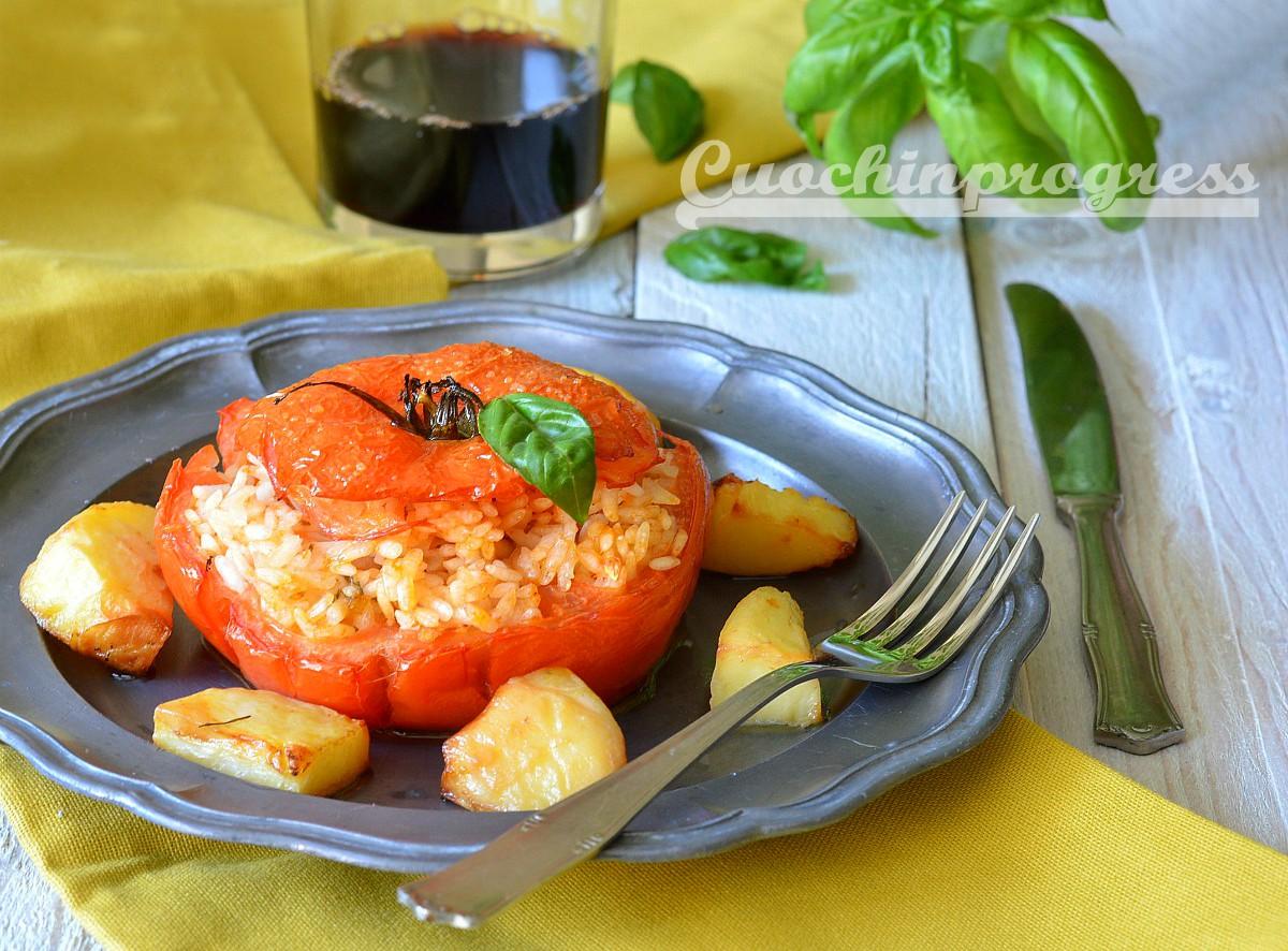 Pomodori ripieni di riso con le patate piatto unico della cucina romana - Antipasti cucina romana ...