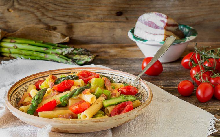 Pasta asparagi guanciale e pomodorini