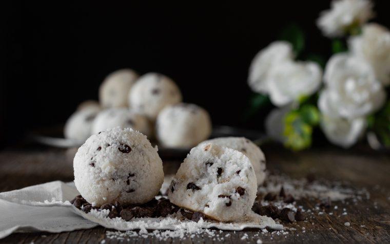 Palle di neve cocco e cioccolato