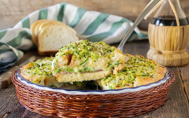 Torta di pane con zucchine prosciutto e mozzarella