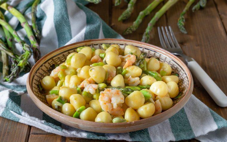 Gnocchi asparagi fave e mazzancolle