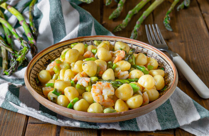 gnocchi con asparagi fave e mazzancolle