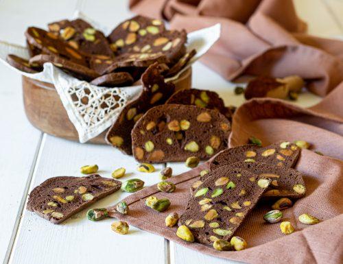 Sfogliette di albumi al cacao e pistacchi