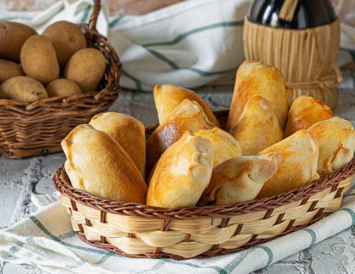 Panzerotti al forno patate e salsiccia