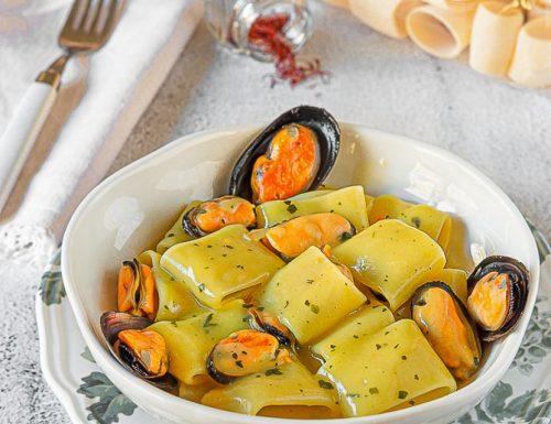 Pasta con crema di patate allo zafferano e cozze