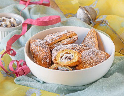 Ravioli dolci fritti ricotta e cioccolato