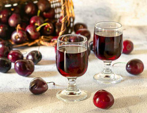 Ginja o Ginjinha. Liquore portoghese alle ciliegie
