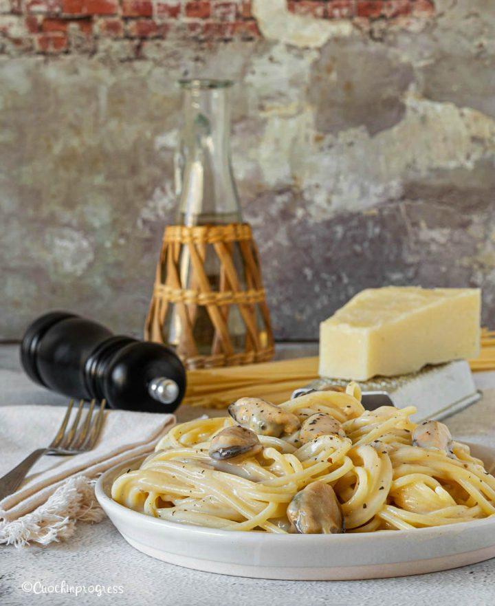 spaghetti cacio e pepe con le cozze