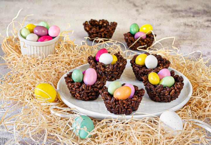 nidi di riso soffiato e cioccolato