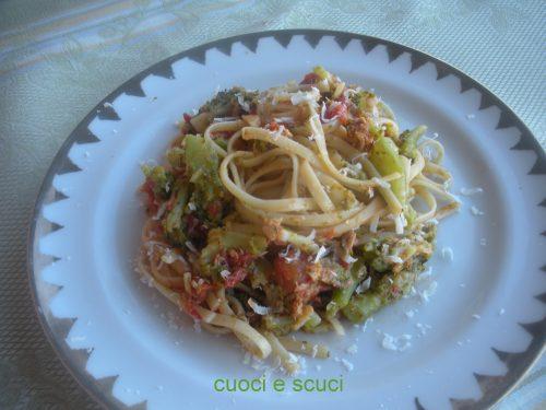 Bavette al sugo di tonno con broccoli