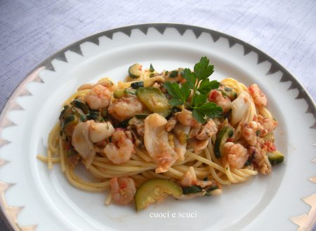 Spaghetti con zucchine e pesce