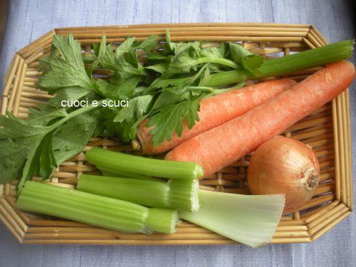 Trito di verdure per soffritto