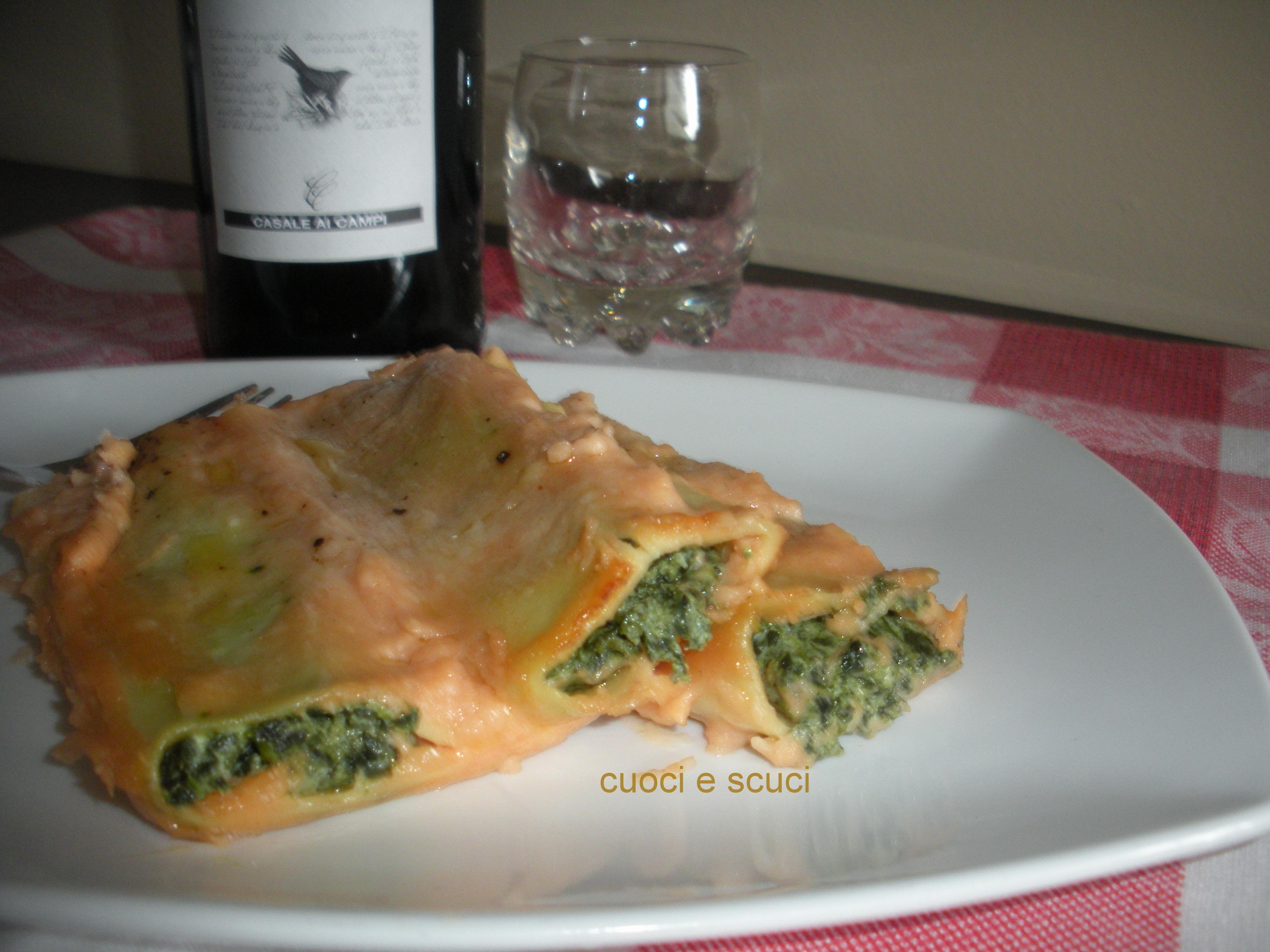 Cannelloni ricotta e spinaci in salsa rosa