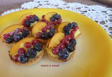 Cestini mignon con crema e frutta