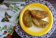 Crostoni di pane con stracciatella di uova e zucchine