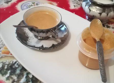 Crema al caffè per un espresso fatto in casa