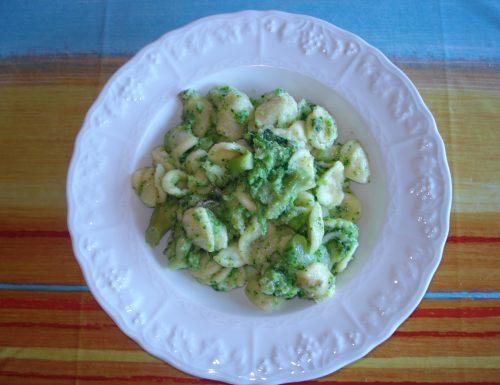 Orecchiette con broccoletti baresi, acciughe e peperoncino