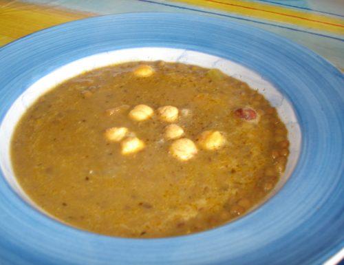 zuppetta aromatica di lenticchie e nocciole