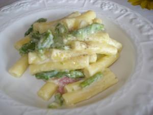 pasta al forno con besciamella e asparagi