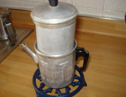 come preparare il caffè con la caffettiera napoletana