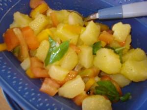 insalata di patate pomodori peperoni curdi e cipollotto