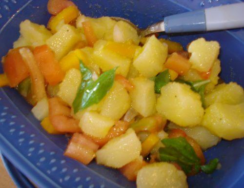 insalata di patate pomodori peperoni crudi e cipollotto