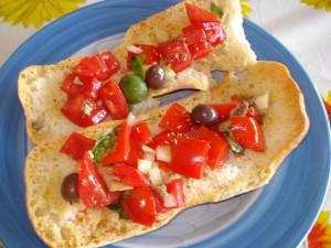 freselle con pomodori olive e acciughe