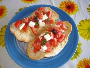 freselle con pomodori feta e olive nere