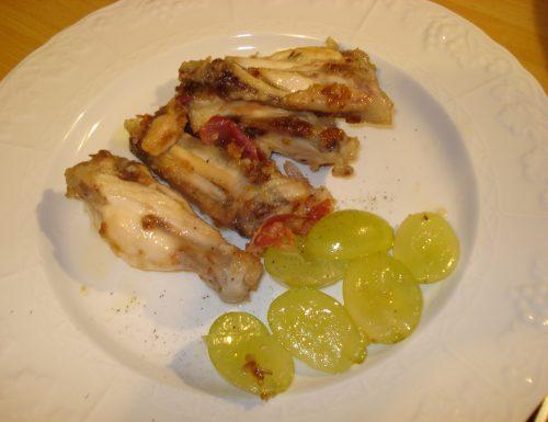 alette di pollo con uva e pancetta