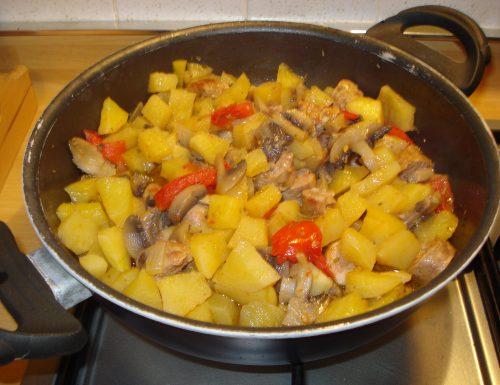 patate funghi e cervellatine in padella