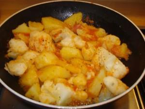 patate e cavolfiore in padella