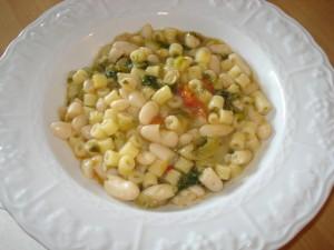 minestra di pasta scarola e fagioli