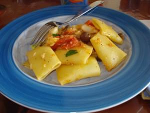 paccheri al baccalà plin plin con olive e pomodorini
