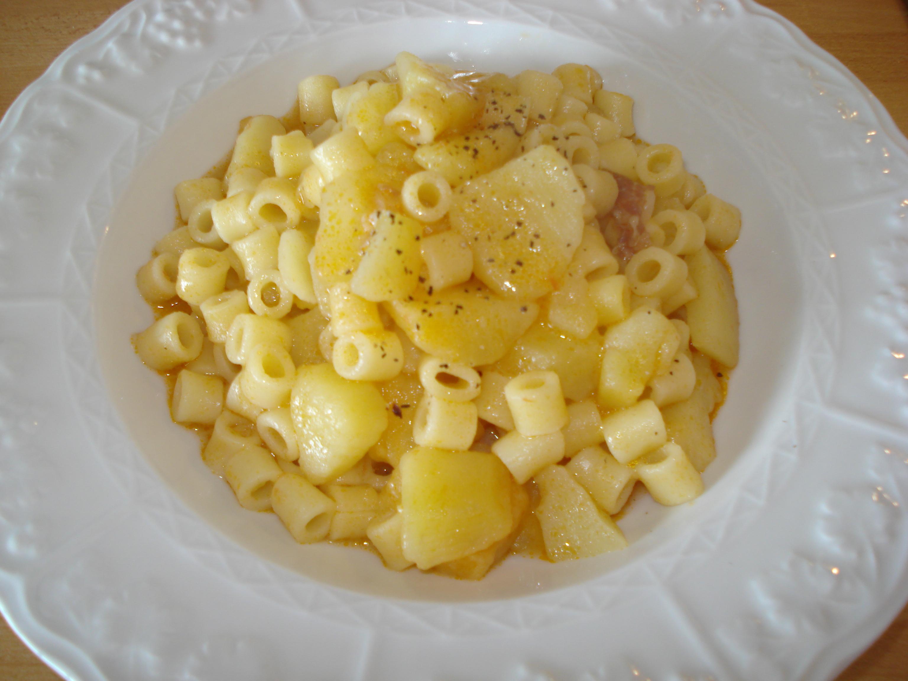 Ricetta pasta e patate brodosa