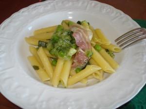 pasta con zucchine piselli e pancetta