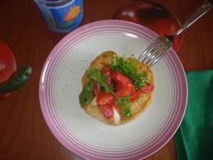 frsella con rucola pomodori e cipolla di Tropea
