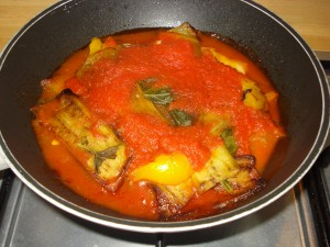 parmigiana ricca di peperoni e melanzane
