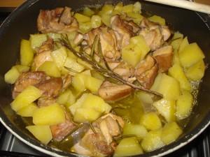 bocconcini di pollo patate e rosmarino