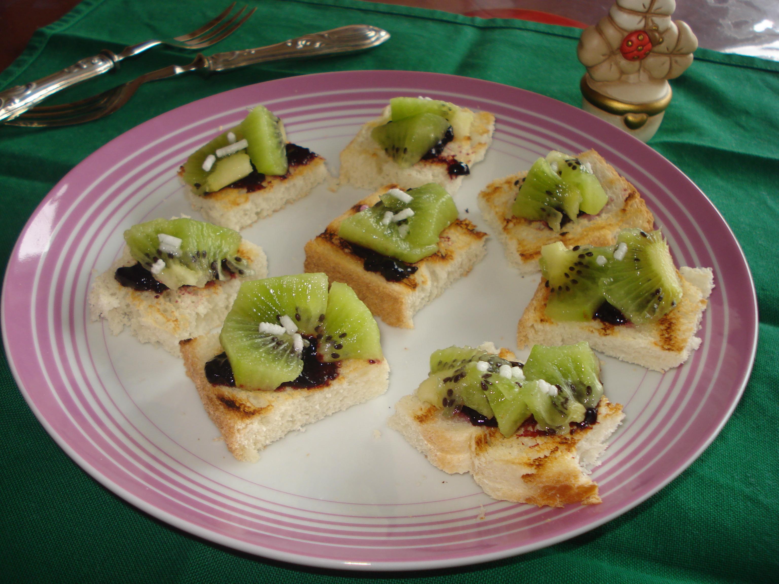 tartine dolci al kiwi