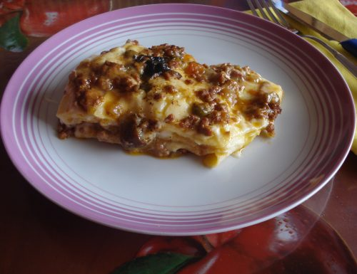 lasagna ricca con besciamella ragù e funghi