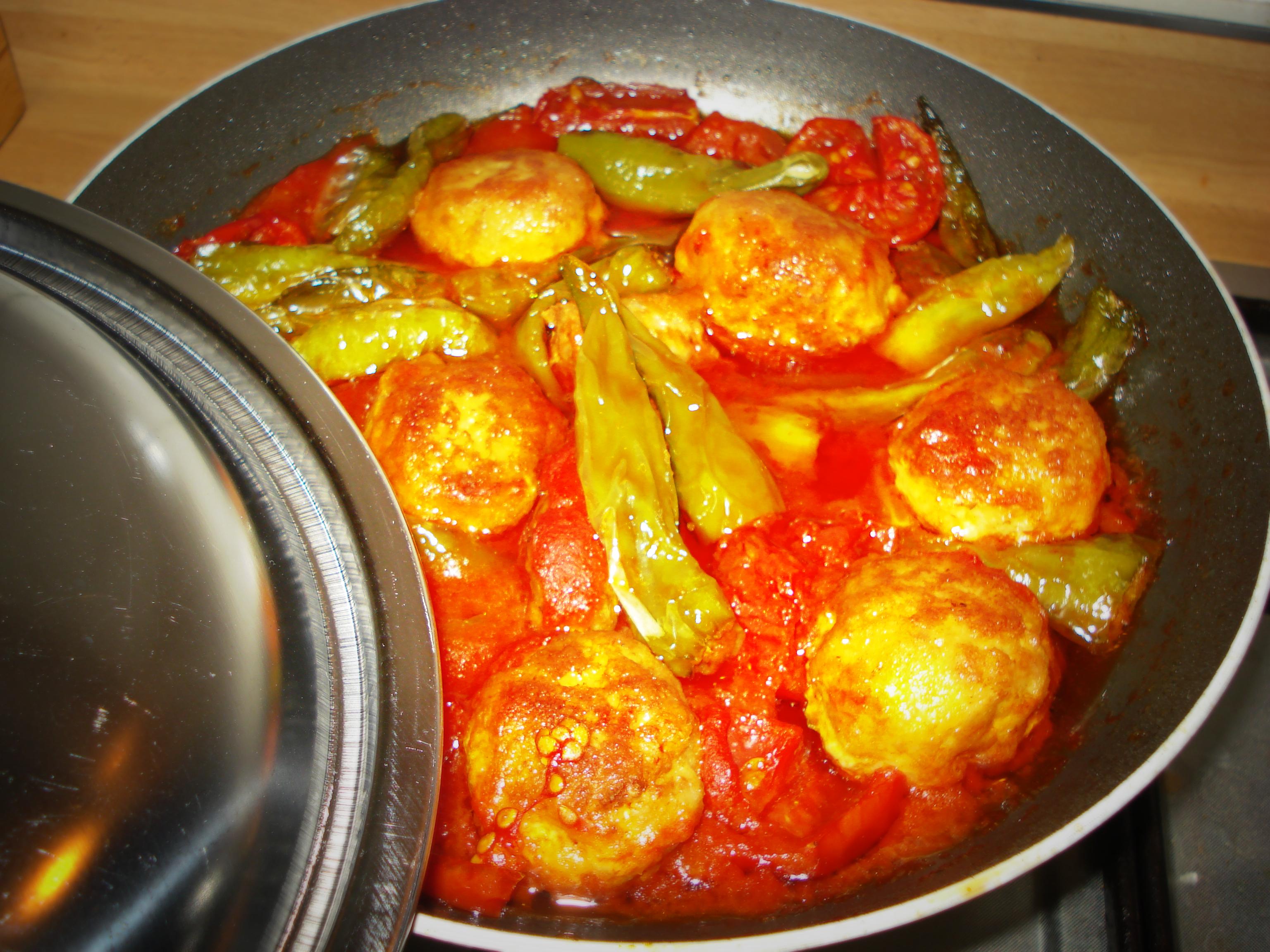 polpette di carne con peperoncini verdi friggitelli