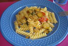 pasta con zucchine e pane bruciato