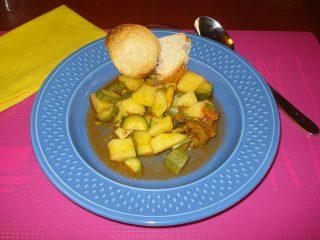 zuppa estiva ai fiori di zucca