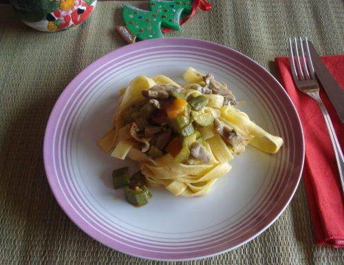 Fettuccine al ragù di zucchine e funghi
